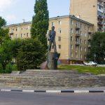 Памятник Ю. Гагарину на набережной