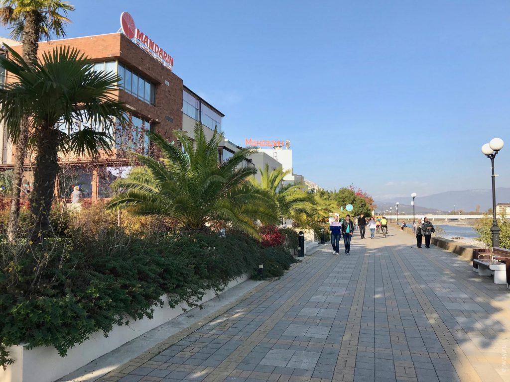 Центральная набережная Адлера, фото ejway.ru