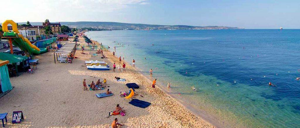 Черноморская набережная Феодосии