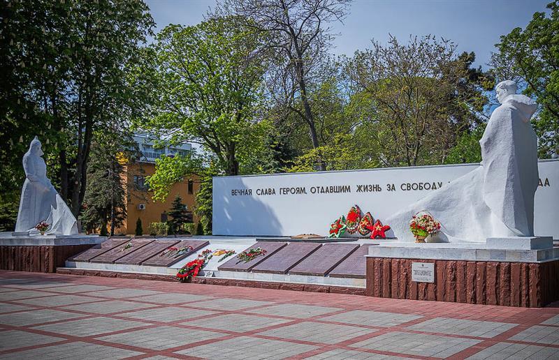 Монументы сквера Аллея Памяти