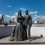 Памятник Грейс Келли и князю Монако Ренье III
