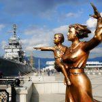 Памятник «Женам моряков»