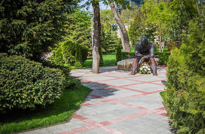 Сквер «Аллея памяти» на набережной Анапы