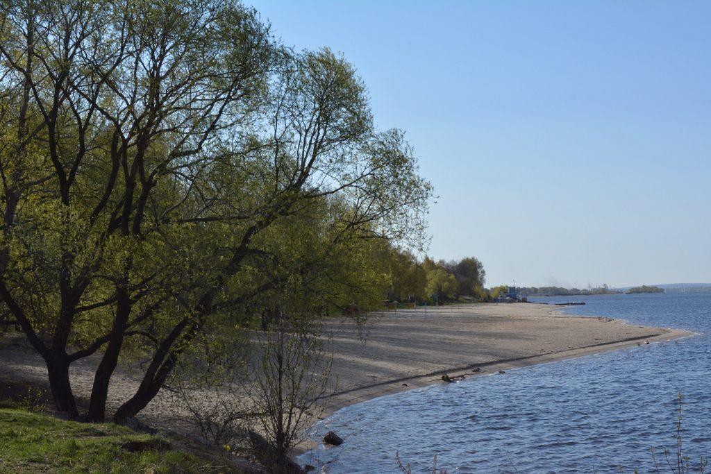 Песчаный пляж на Тверицкой набережной Ярославля