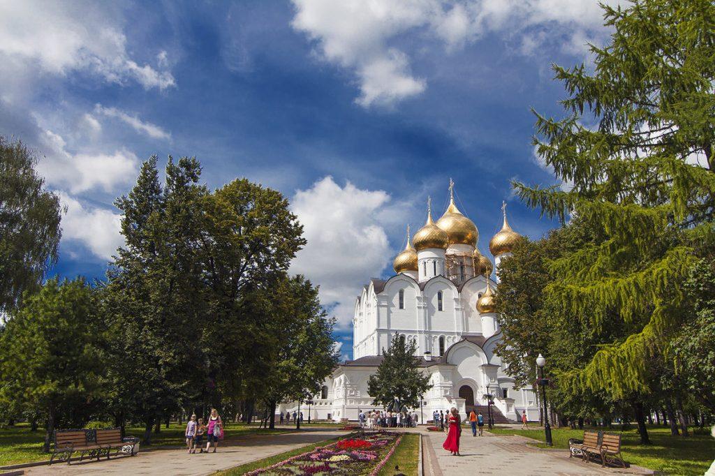 Успенский собор на Волжской набережной Ярославля Фото Daniela