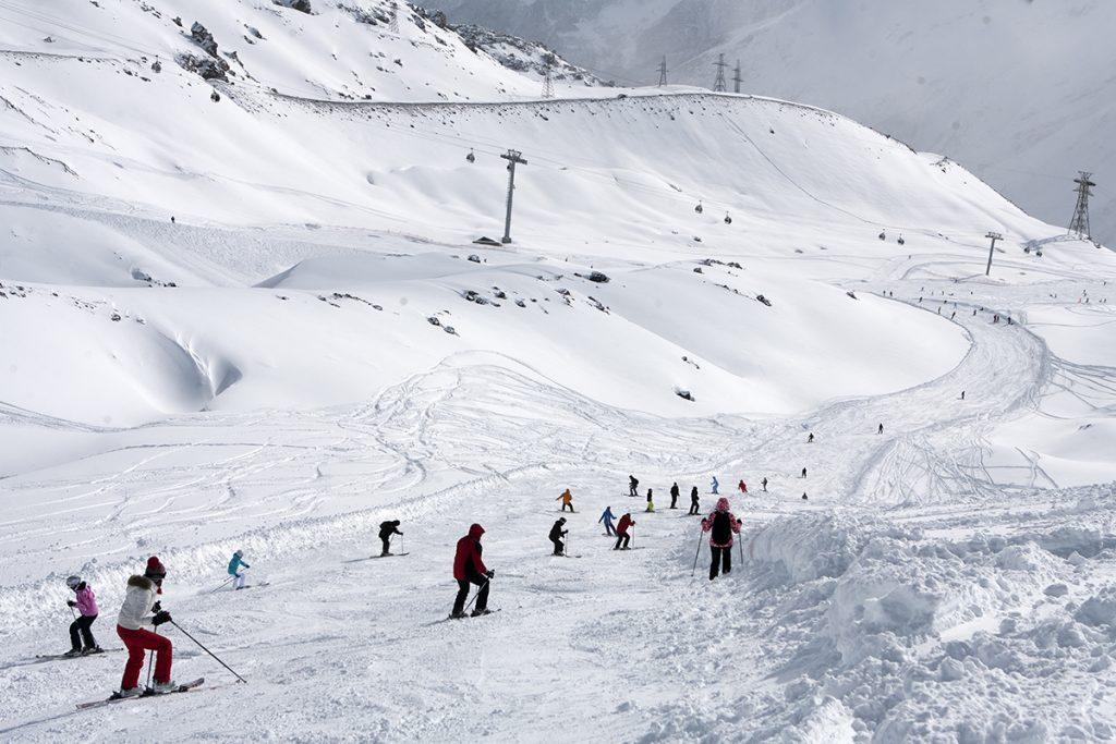Катание на горных лыжах Эльбрус Азау - горнолыжный курорт в Приэльбрусье
