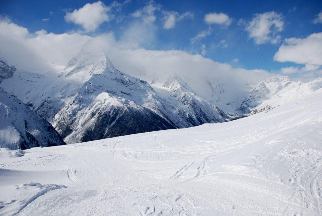 Трассы Домбай - горнолыжный курорт в Карачаево Черкесии