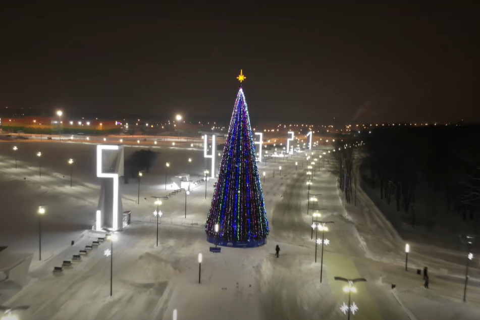 Елка у Самара Арены в Самаре 2021