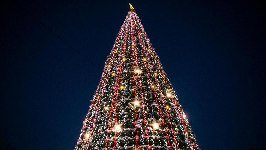 Главная елка Омска на Театральной площади