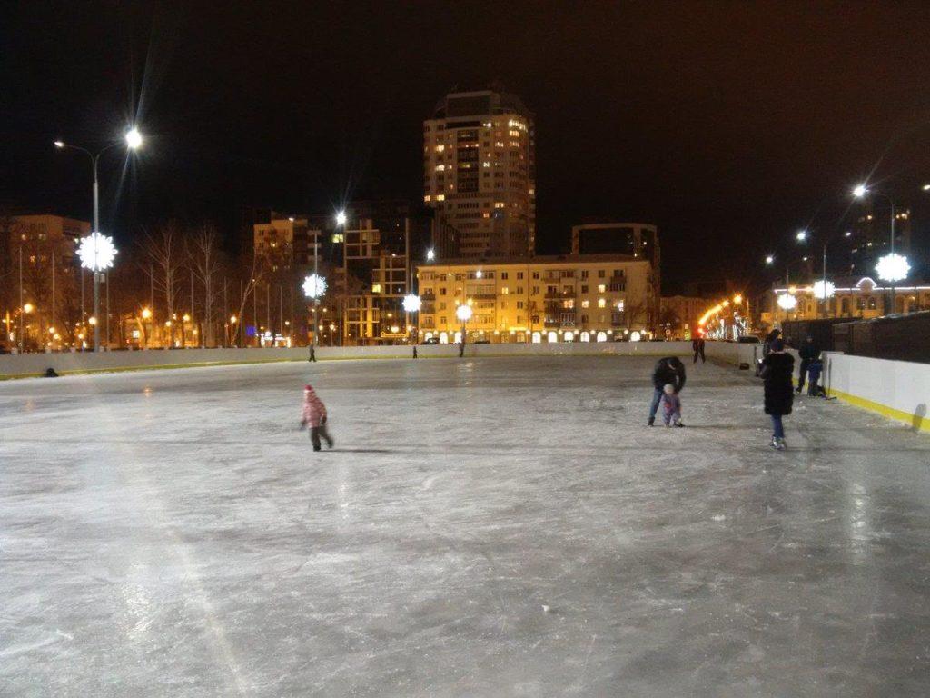 Каток на площади Куйбышева
