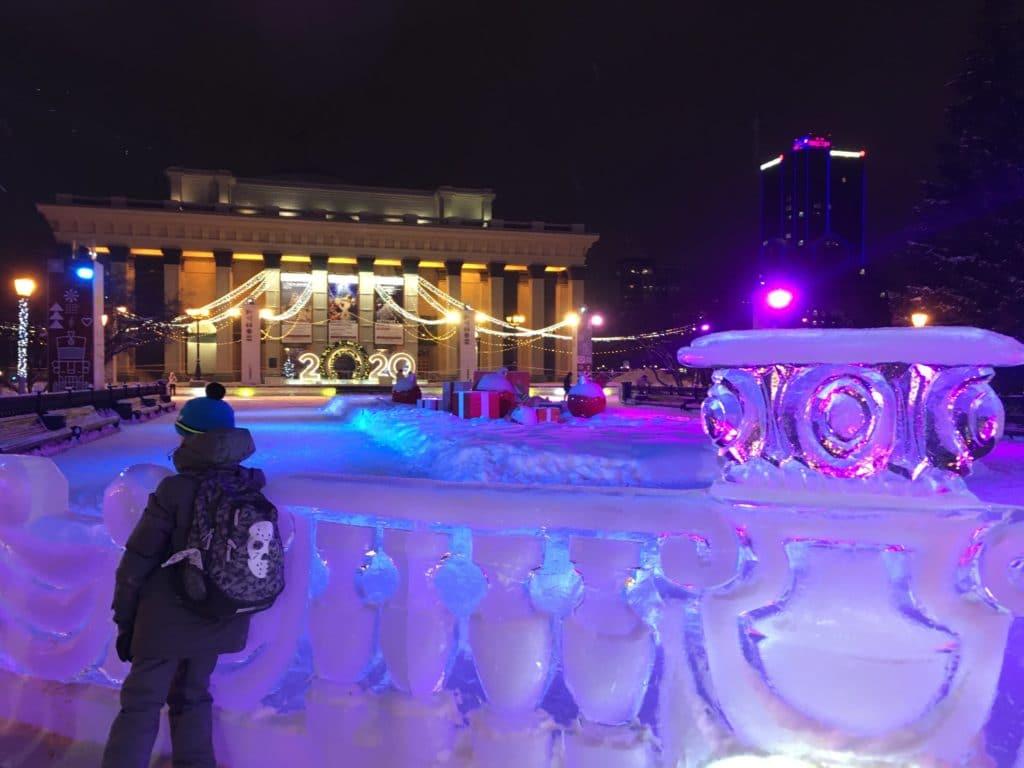 Каток на Театральной плоащди Новосибирск